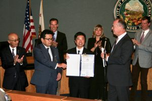 Mito Mayor Yasushi Takahashi receives declaration from Anaheim Mayor Tom Tait